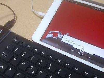 ipad mini con applicazione hanx writer con tastiera usb flessibile